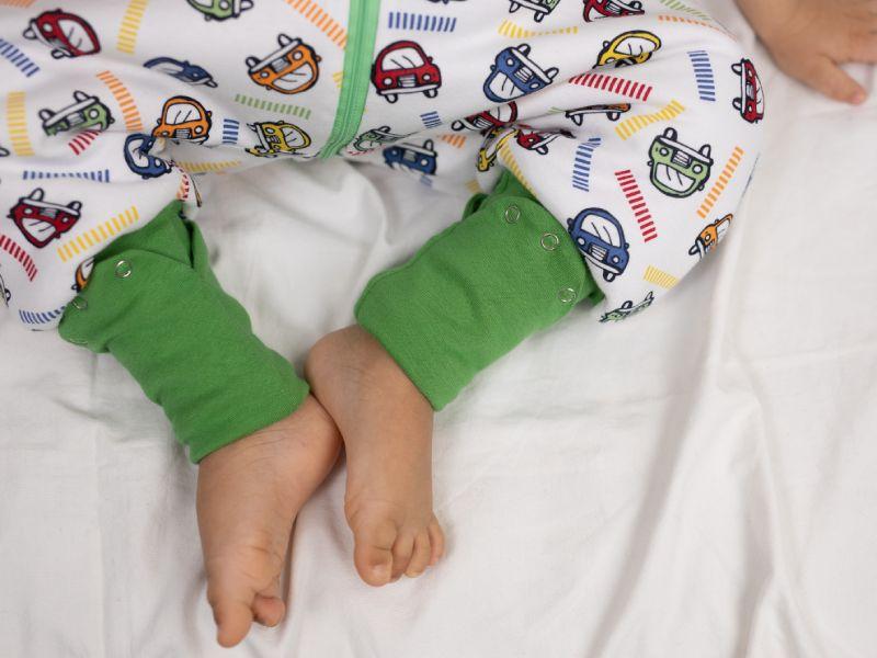 Liberina vreća za spavanje sa nogavicama - punjena - bez rukava - dodatak za stopala - Autići zeleni